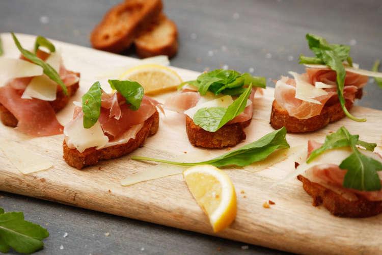 tapas bread with prosciutto and arugula