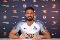 Giroud renews contract with Chelsea