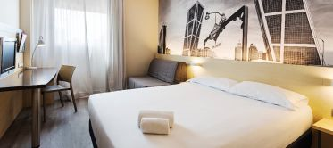 Cama cama matrimonio Hotel B&B Madrid Airport T1 T2 T3