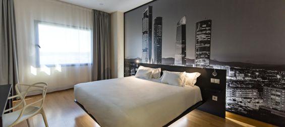 Habitación doble matrimonial Hotel B&B Madrid Aeropuerto T4