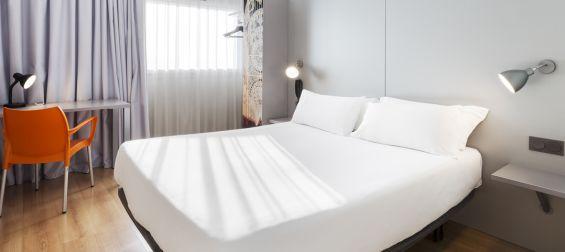 Habitación doble matrimonial Hotel B&B Valencia Aeropuerto