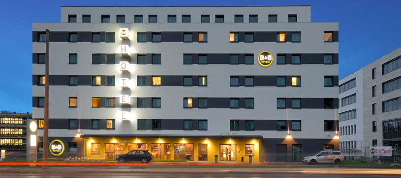 Hotel Wiesbaden exterior by night