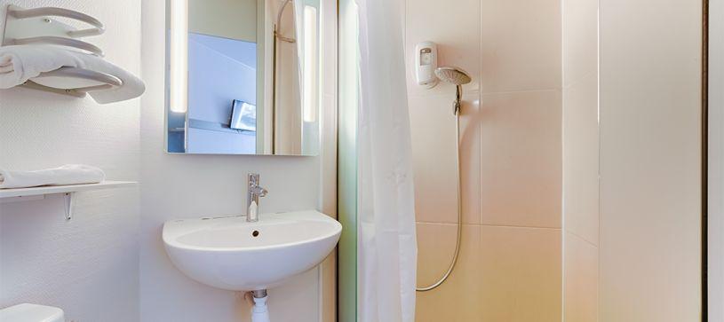 Hotel in Aix-en-Provence Pont de l'Arc bathroom