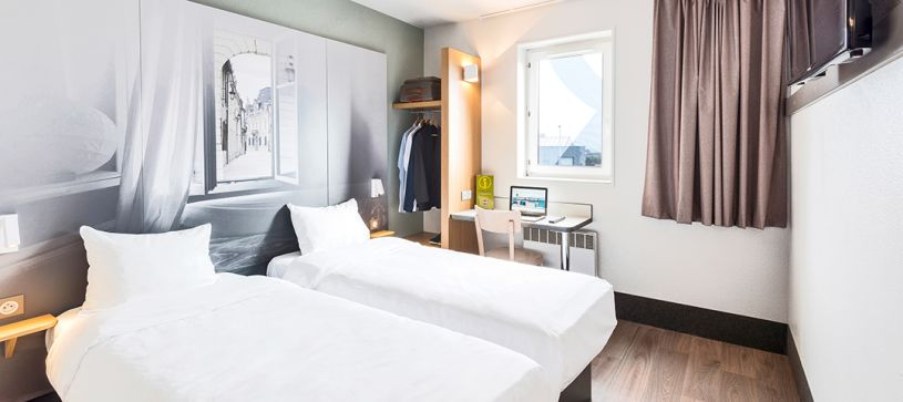hotel in dijon double room 2 beds