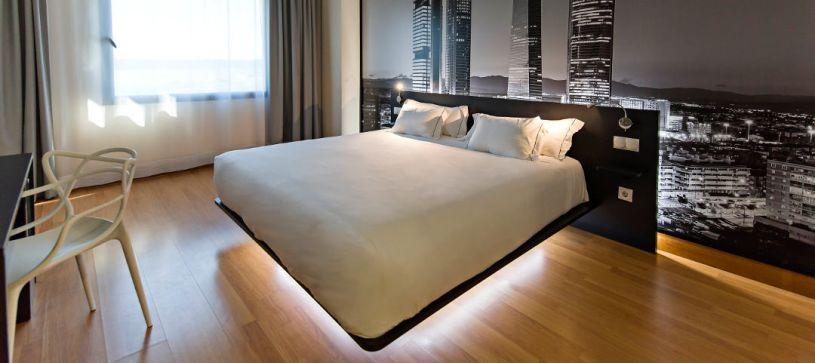 Habitación doble air bed Hotel B&B Madrid Aeropuerto T4