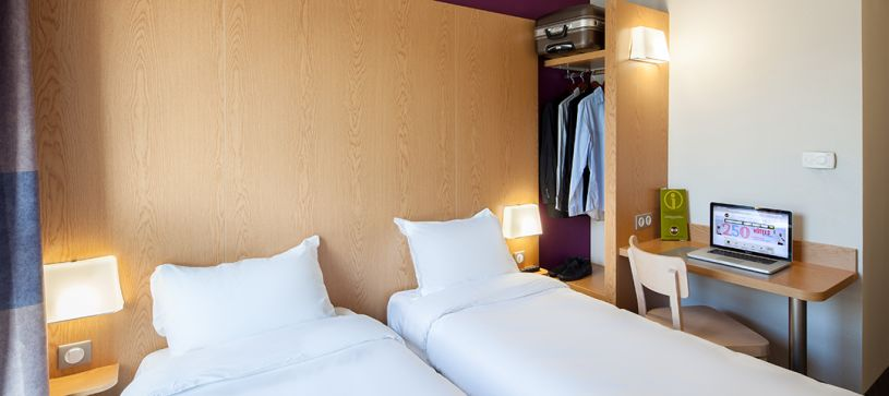 hotel in romainville double room 2 beds