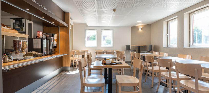 hotel in villeneuve loubet breakfast room