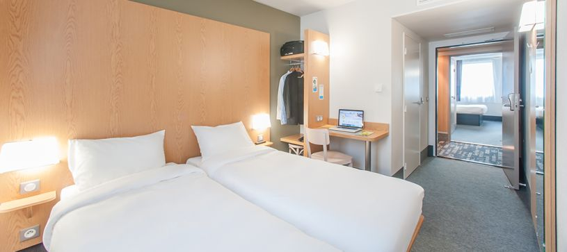 hotel in maubeuge double room 2 beds