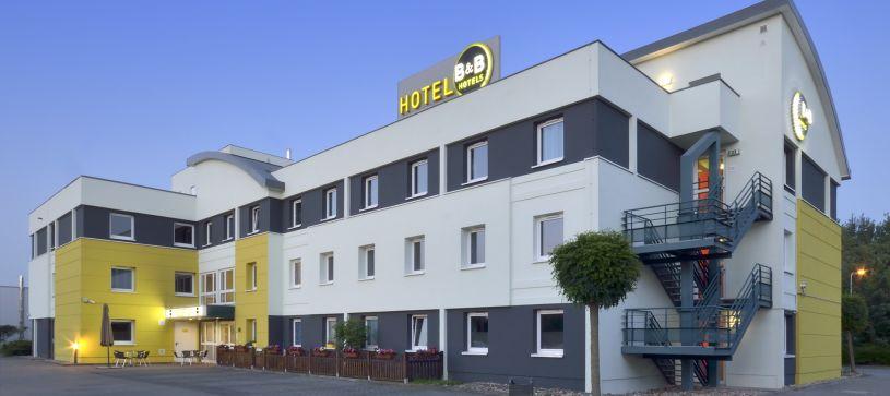 Hotel Aachen-Würselen exterior by night