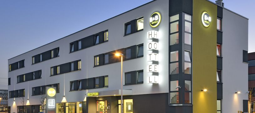 Hotel Aschaffenburg exterior by night
