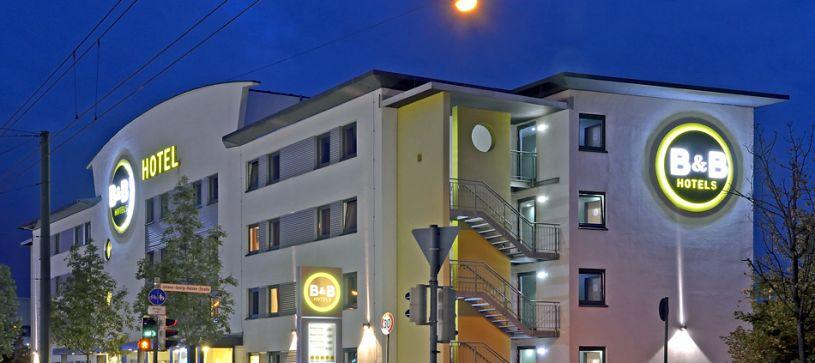 Hotel Augsburg Außenansicht bei Nacht
