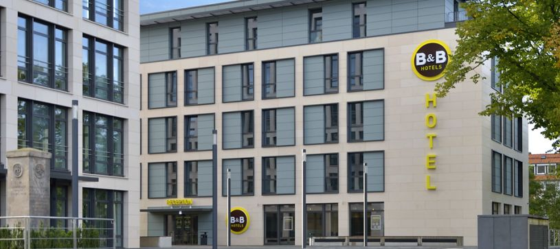 Hotel Braunschweig-City exterior by day