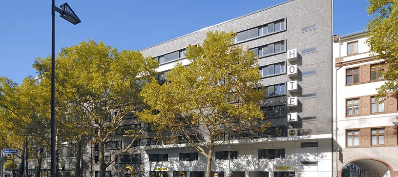 Hotel Frankfurt City-Ost exterior by day