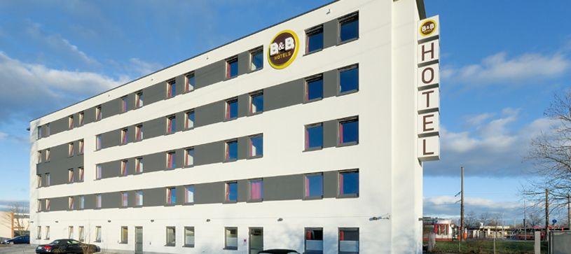Hotel Freiburg-Süd exterior by day
