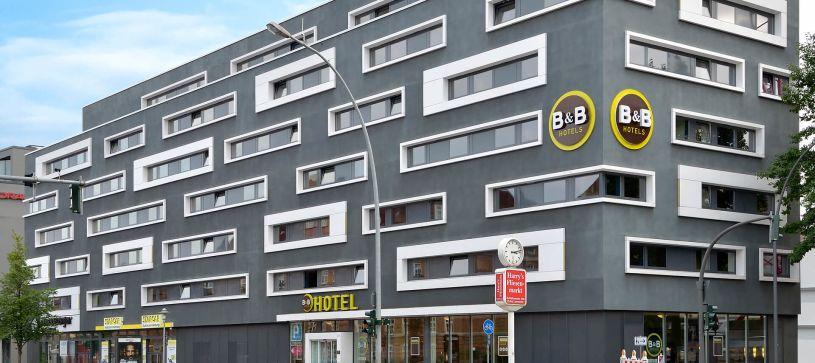 Hotel Hamburg-Altona exterior by day
