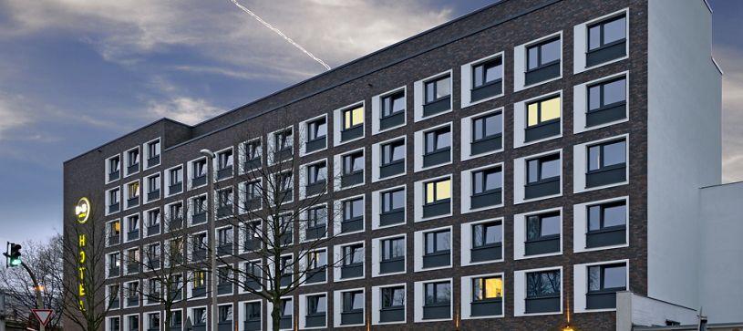 Hotel Hamburg City-Ost exterior by night