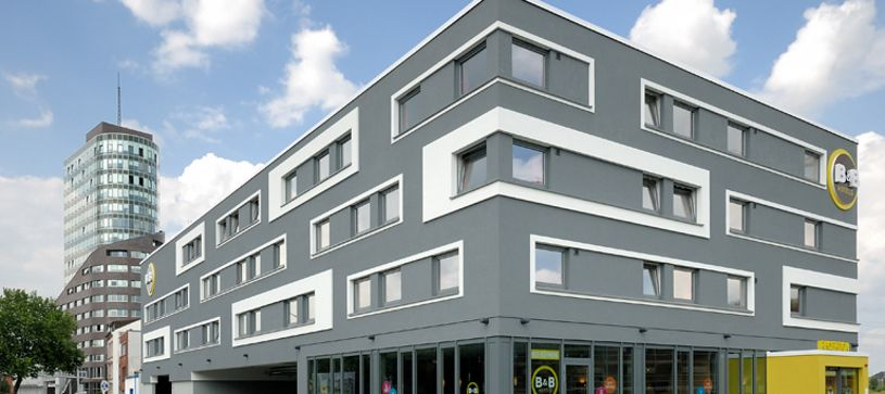 Hotel Hamburg-Harburg exterior by day