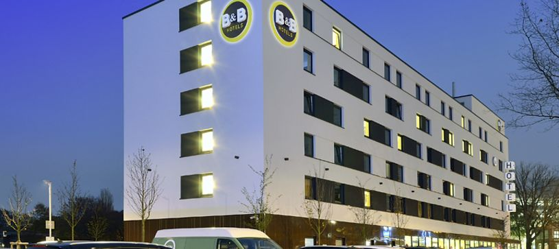 Hotel Hamburg-Nord exterior by night