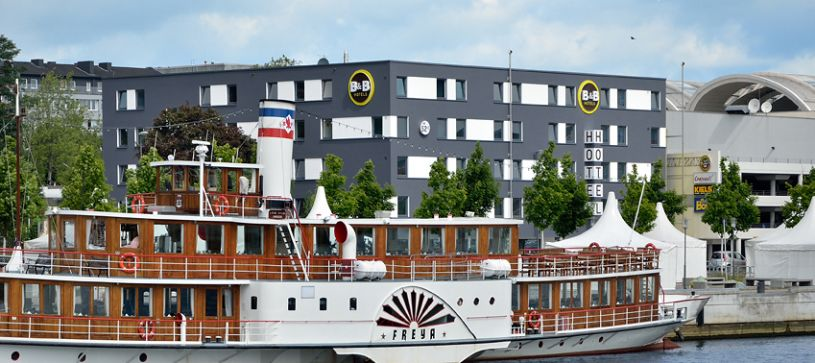 Hotel Kiel-City exterior by day