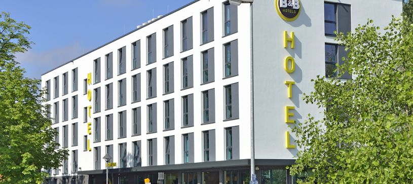 Hotel Konstanz exterior by day