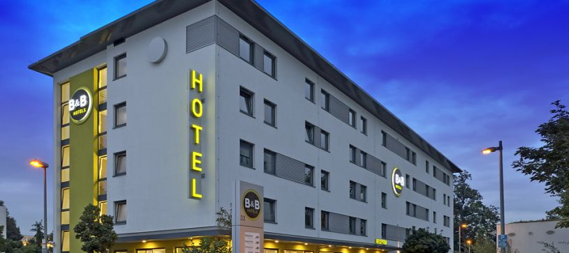 Hotel Stuttgart-Vaihingen exterior by night