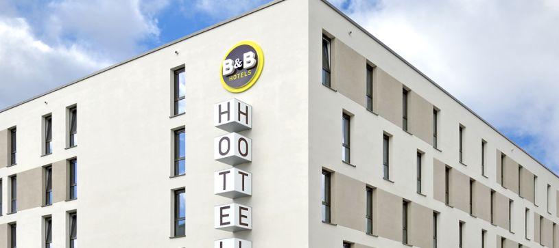 Hotel Stuttgart-Zuffenhausen exterior by day