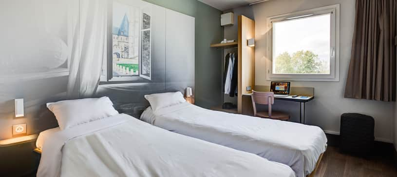 hotel in beauvais double room 2 beds