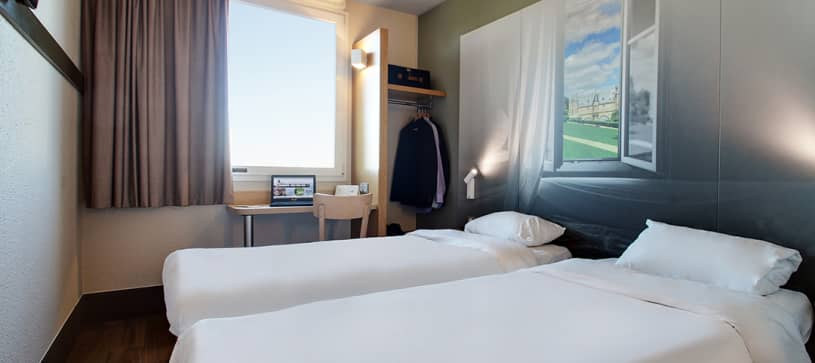 hotel in chalons en champagne double room 2 beds