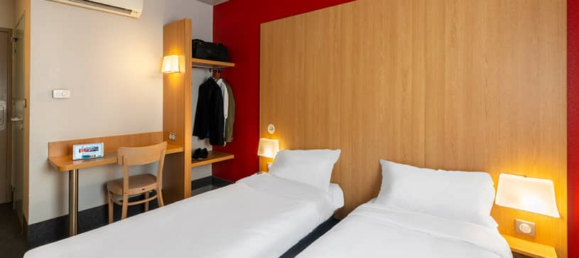 hotel in cholet double room 2 beds