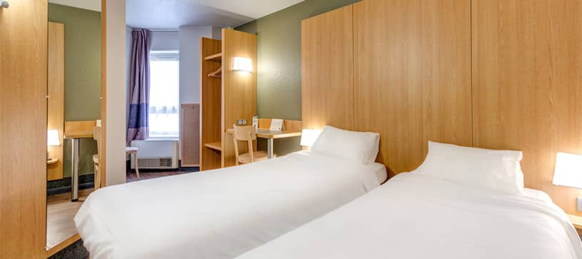 hotel in dreux double room 2 beds