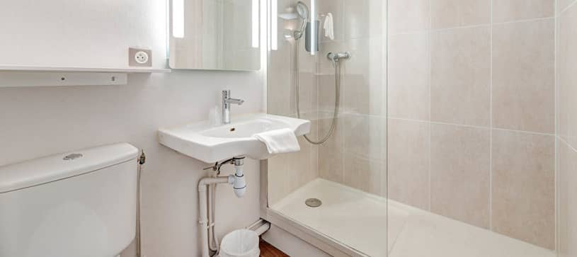 B&B Hôtel à Louveciennes   salle de bain