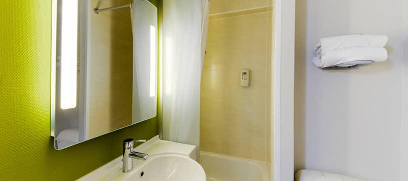 hotel in nantes bathroom
