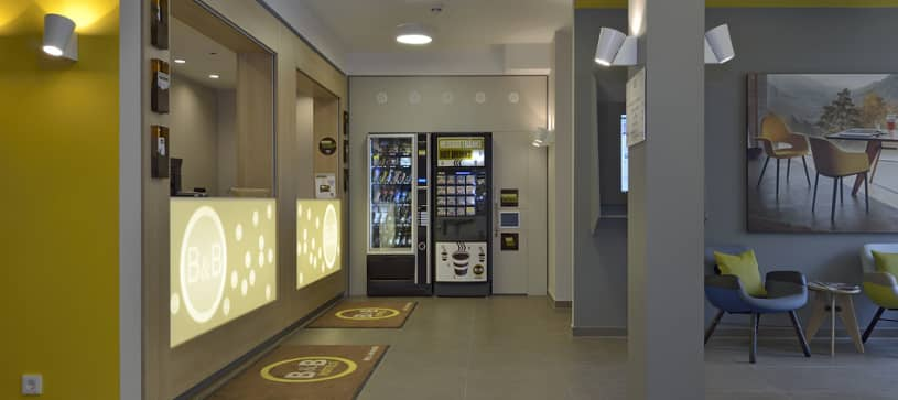 Hotel Basel/Weil am Rhein reception and vending machines