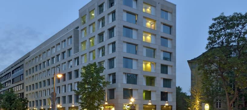 Hotel Berlin-Tiergarten exterior by night
