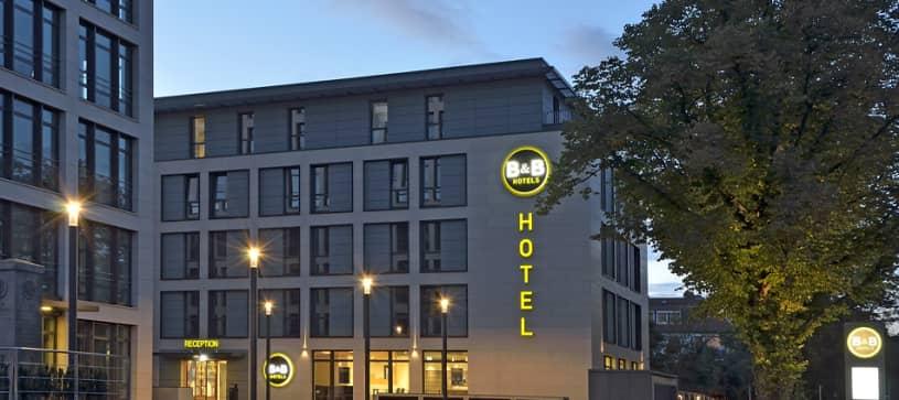 Hotel Braunschweig-City Außenansicht bei Nacht