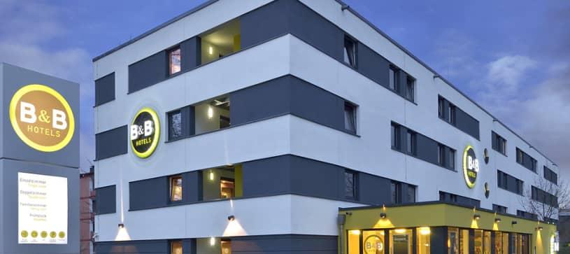 Hotel Dortmund-Messe exterior by night