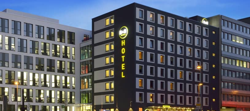 Hotel Düsseldorf-City Außenansicht bei Nacht