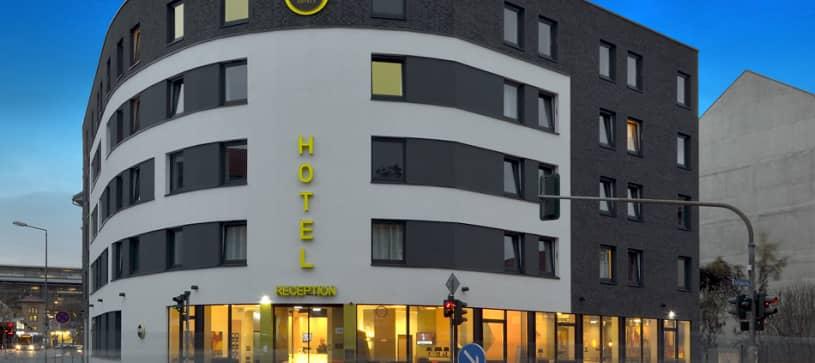 Hotel Erfurt exterior by night