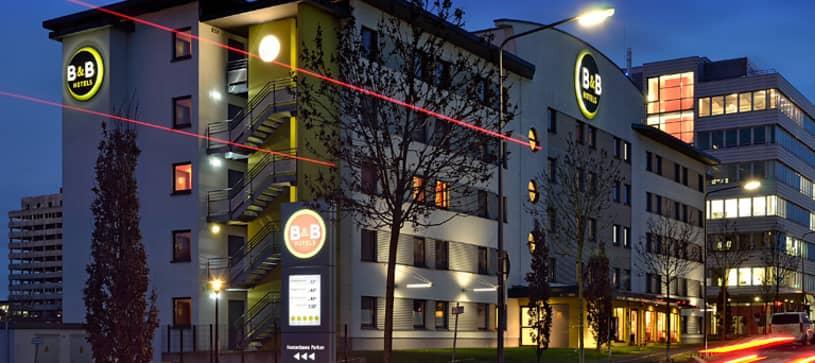 Hotel Frankfurt-Niederrad exterior by night
