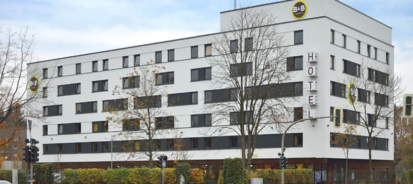 Hotel Hamburg-Nord exterior by day