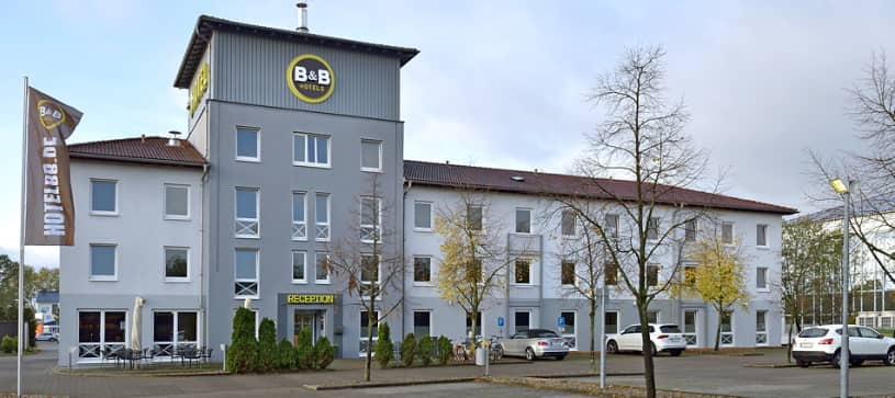 Hotel Hannover-Lahe exterior view by day with parking lot