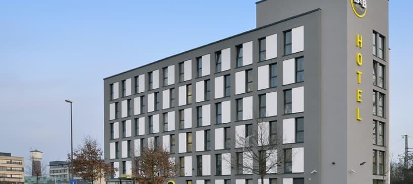 Hotel Köln-Messe Außenansicht bei Tag