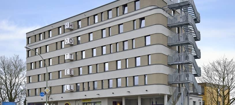 Hotel Landshut exterior by day