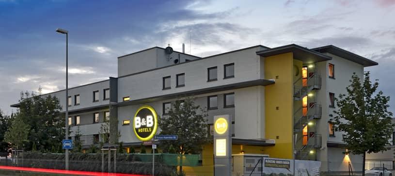 Hotel Mainz-Hechtsheim Fassade Aussenansicht Nacht Straße