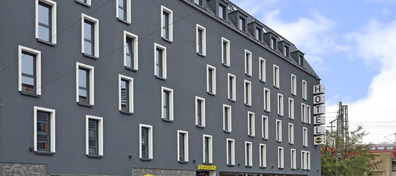 hotel stuttgart-bad cannstatt exterior sideview by day