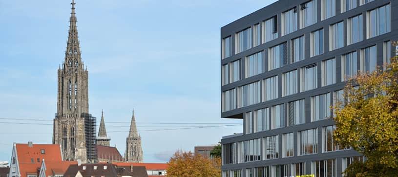 Hotel Ulm Außenansicht bei Tag