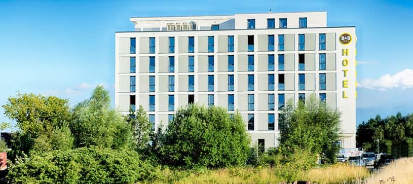 Hotel Wilhelmshaven exterior by day