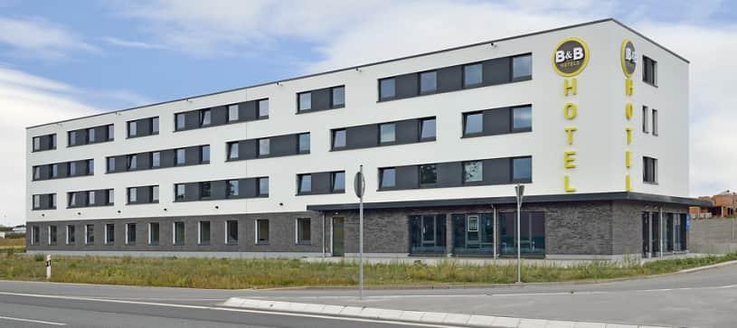 hotel wolfsburg-weyhausen exterior view by day