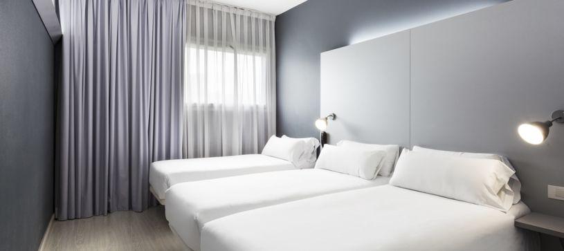 Habitación triple Hotel B&B Barcelona Mollet