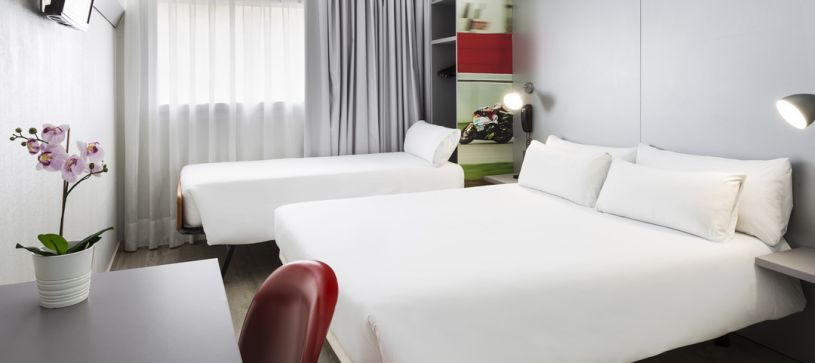 Habitación familiar Hotel B&B Barcelona Granollers